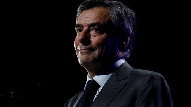 """François Fillon'a """"nitelikli dolandırıcılık"""" suçlaması"""