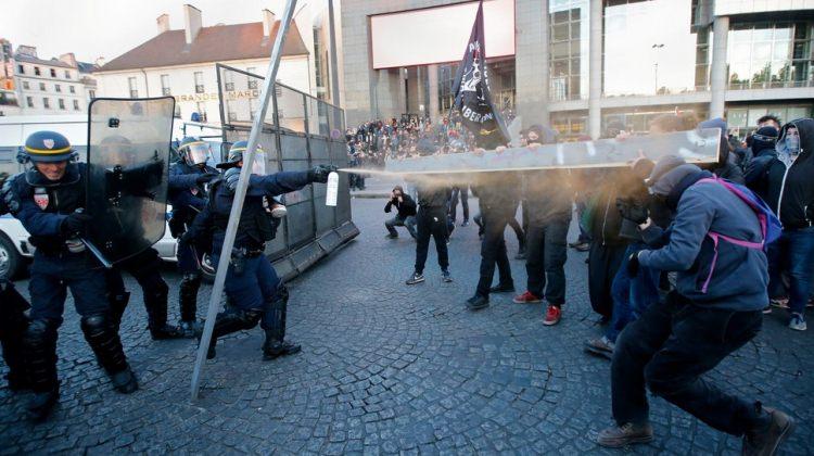 Fransa karıştı! Protestocular sokaklarda