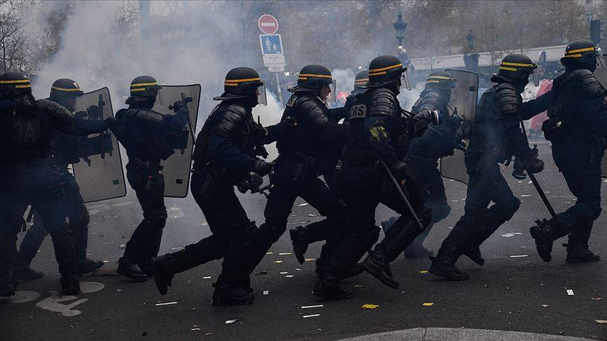 Fransa'da AA foto muhabirinin de yaralandığı bölgedeki polis şiddetine soruşturma