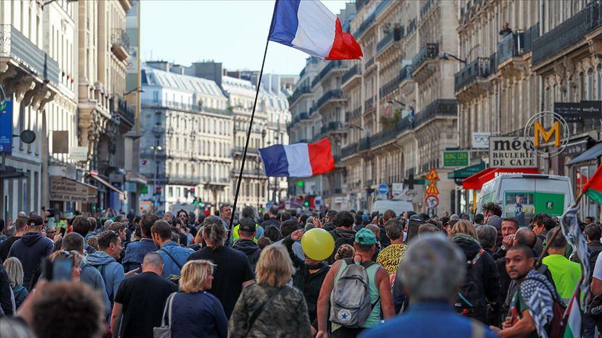Fransa'da sarı yelekliler gösterilerin 45. haftasında yeniden sokaklarda