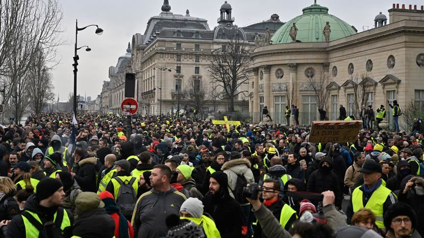 Fransa'da sarı yelekliler gösterilerin 63. haftasında sokaklarda