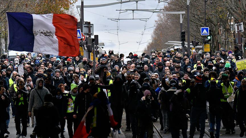 Fransa'da sarı yeleklilerin gösterileri 58. haftasında