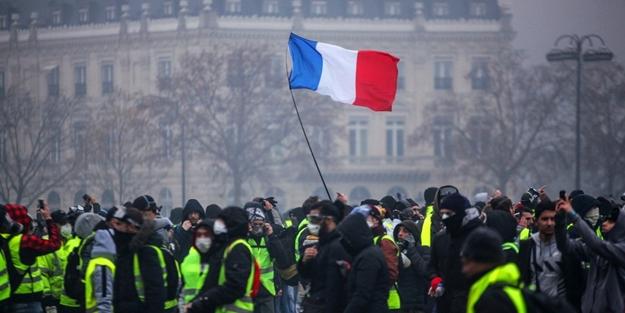 Fransa'da sarı yeleklilerin gösterileri