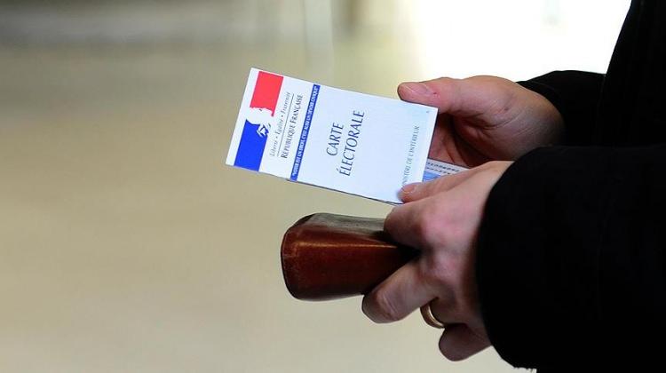 Fransa'da seçimin sonucu kararsızlara bağlı!