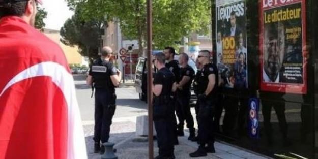 Fransa'da skandal afişler tekrar asıldı!