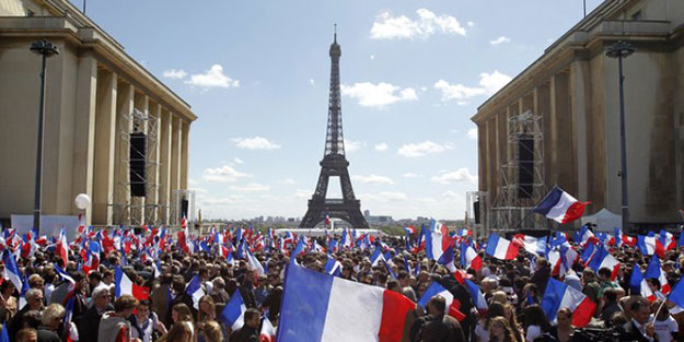 Fransa'da sular durulmuyor: ile ilgili görsel sonucu