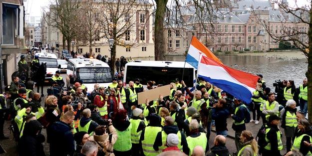 Fransa'nın ardından Hollanda da karıştı! 'Sarı yelekliler' Avrupa'ya yayılıyor