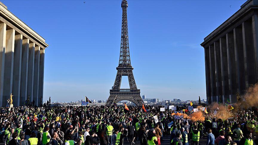 Fransa'ya damga vuran sarı yeleklilerin uzun süren gösterileri