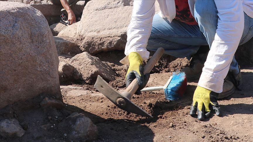 Fransız arkeologlar Suriye'nin doğusunda gizli kazı çalışması yapıyor