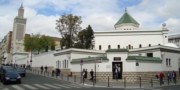 Fransız gâvuru İslam'a savaş açtı! Fransa'da 73 cami kapatıldı