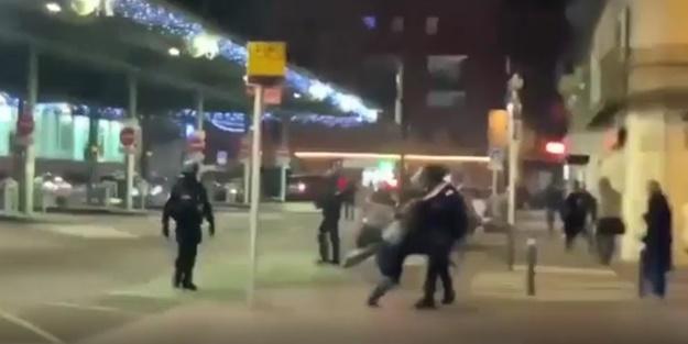 Fransız polisi göstericiye böyle tekme attı