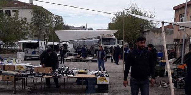 FRENİ BOŞALAN TIR, SEMT PAZARINA DALDI