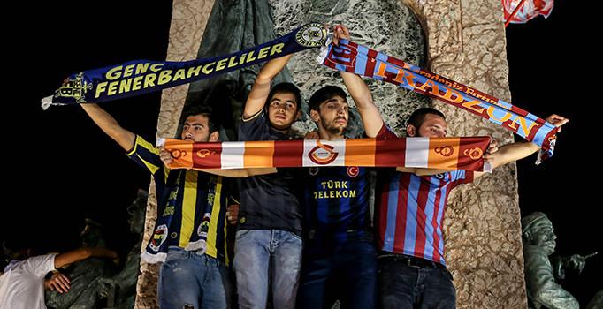 Futbol taraftarlarından darbe girişimine karşı ortak mesaj