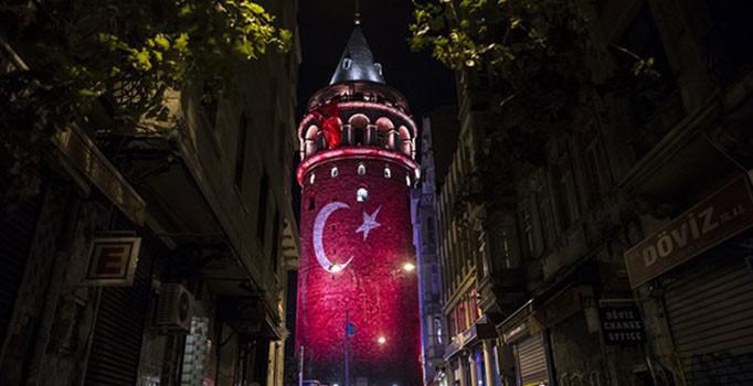 Galata Kulesi Türk Bayrağı ile ışıklandırıldı