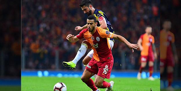 Galatasaray-Fenerbahçe derbilerinde kartlar havada uçuşuyor