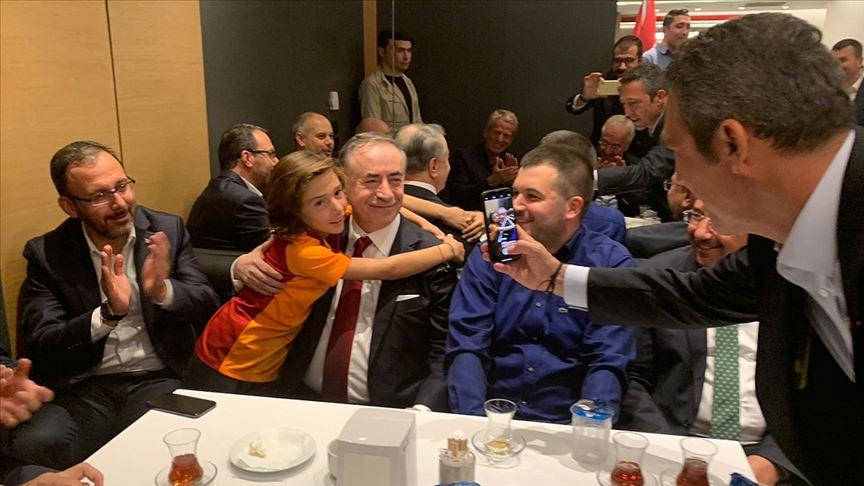 Galatasaray-Fenerbahçe derbisinde anlamlı kareler