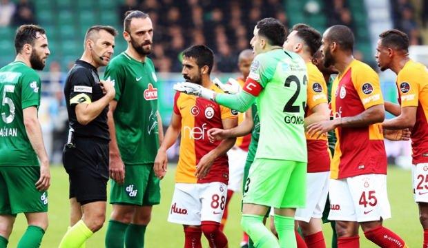 Galatasaray-Rizespor maçının hakemine tepkiler çığ gibi!