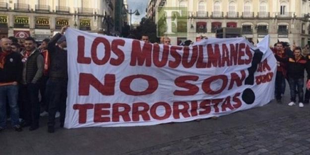 Galatasaray taraftarları Madrid'de bu pankartla gezdi