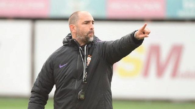 Galatasaray'da Başakşehir sistemi 4-4-2