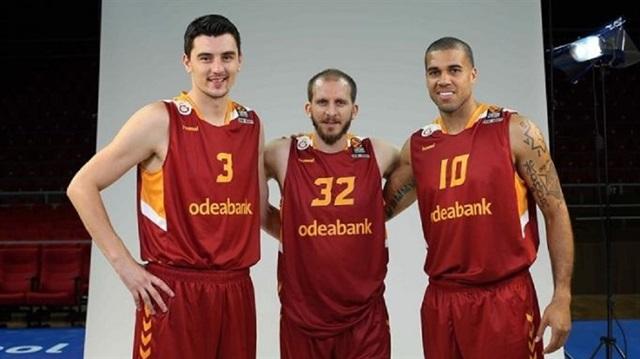 Galatasaray'da Schilb ve Emir kadro dışı kaldı
