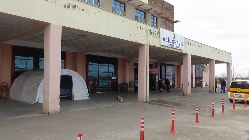 Gazi Yaşargil Eğitim ve Araştırma Hastanesi girişinde triyaj alanı oluşturuldu