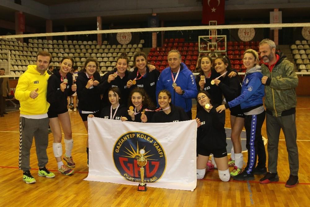 Gaziantep Kolej Vakfı Voleybol 'da namağlup şampiyon