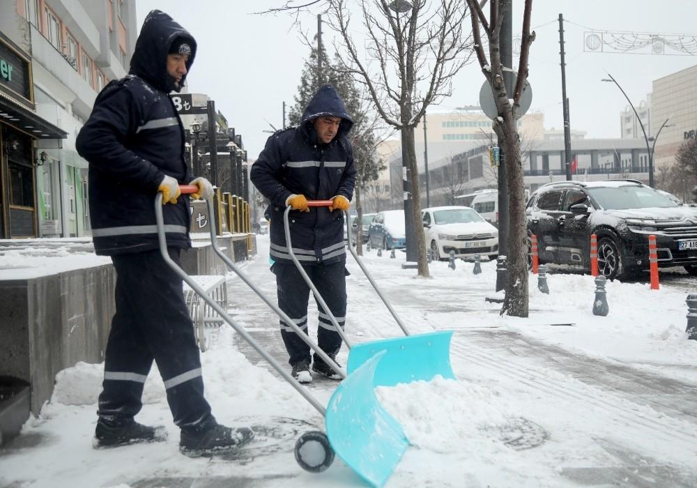 Gaziantep'te 650 personelle karla mücadele çalışmaları sürüyor
