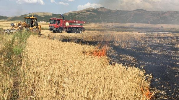 Gaziantep'te meydana gelen yangın sorası tarla bu hale geldi