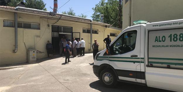 Gaziantep'te otomobil devrildi: 1 ölü, 1 yaralı