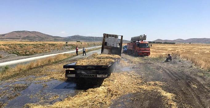 Gaziantep'te saman yüklü TIR'da yangın çıktı