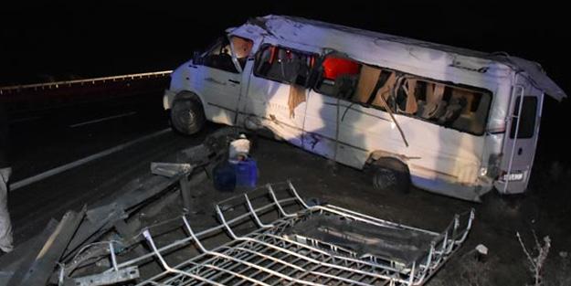 Gaziantep'te tarım işçilerini taşıyan minibüs devrildi!