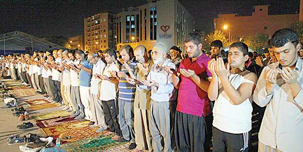 Gazze için dua nöbetleri sürüyor