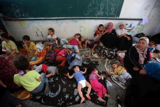 Gazze'de masumlar BM okuluna sığındı