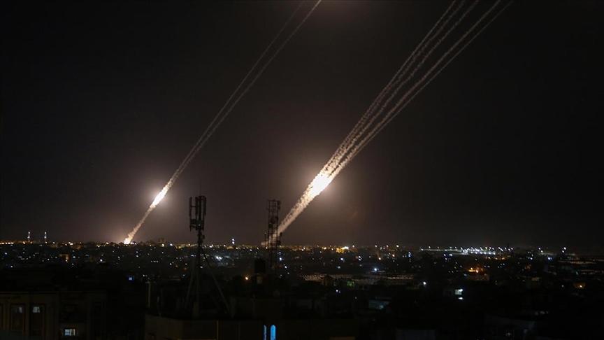 Gazze'den atılan roketler ilk kez İsrail'in kuzeyindeki bölgelere kadar ulaştı