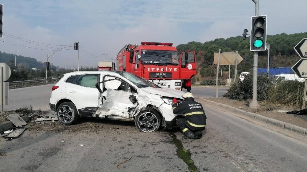Gebze'de kamyonla cip çarpıştı: 2 ağır yaralı