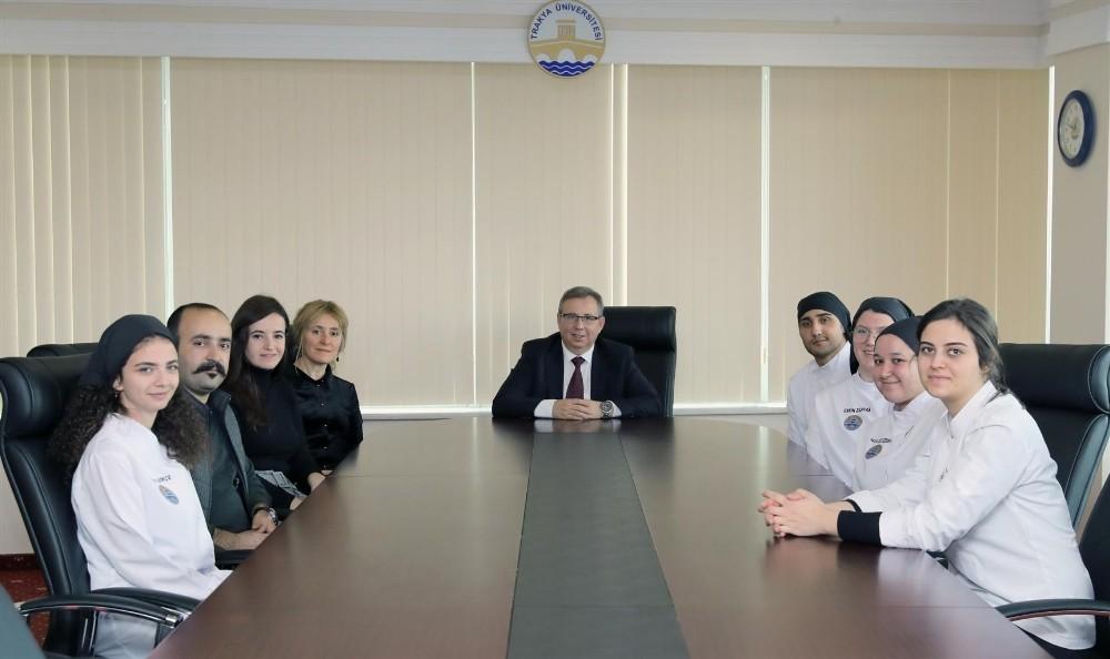 Geleceğin aşçılarından rektör Tabakoğlu'na ziyaret