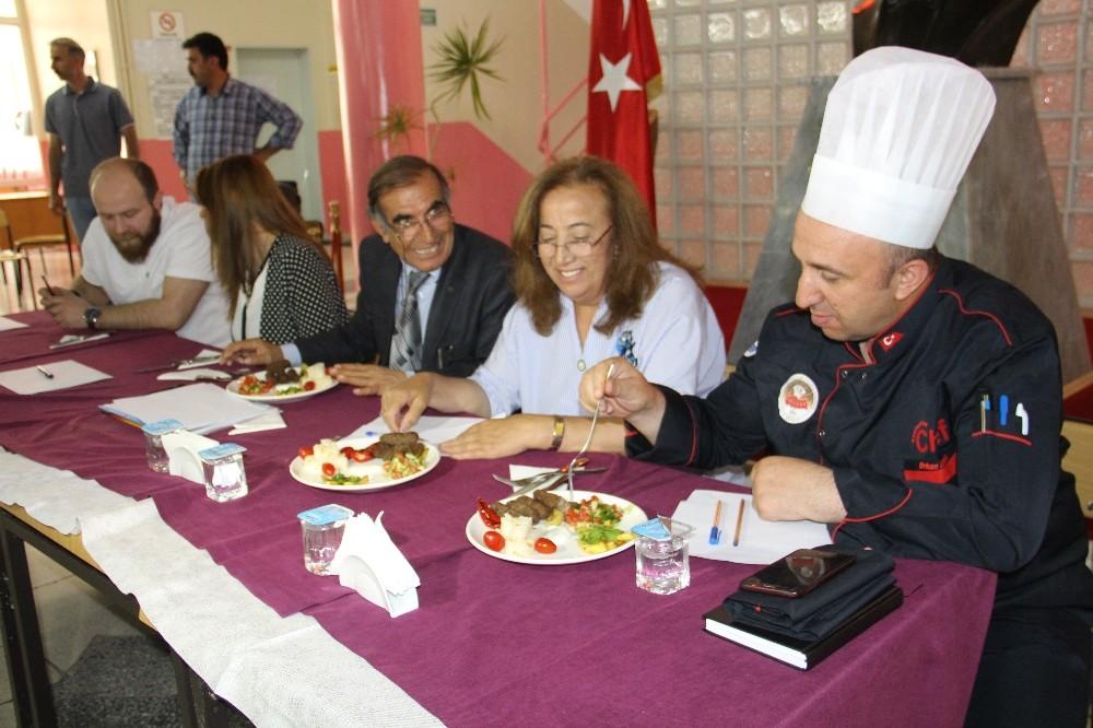 Geleneksel ev yemekleri yarışmasında dereceye girenlere altın ödülü verildi