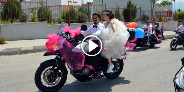 Gelin arabası yerine motosiklet!