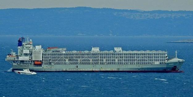 Gemi hani İspanya'ya gidecekti, burada neler oluyor?