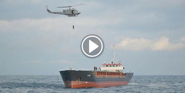 Gemideki mürettebat helikopterle kurtarıldı