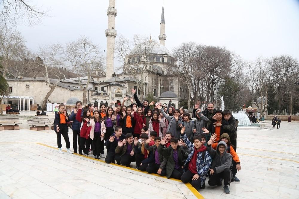 Genç mihmandarlar Eyüpsultan'ı geziyor