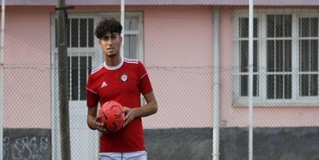 Çorum FK U19 takımındaki genç yetenek Murat Aşkın dikkatleri üstüne çekti!