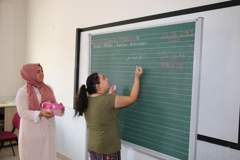 Gençler Osmanlıca Öğreniyor