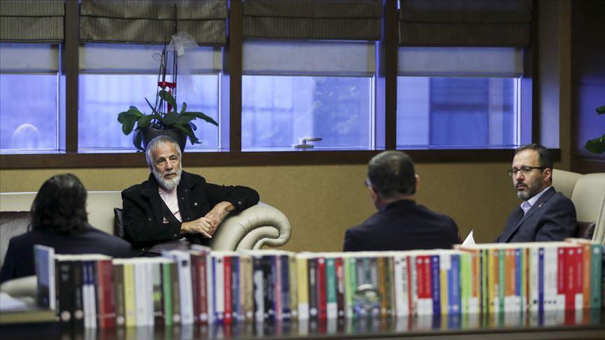 Gençlik ve Spor Bakanı Mehmet Muharrem Kasapoğlu, sanatçı Yusuf İslam ile bir araya geldi
