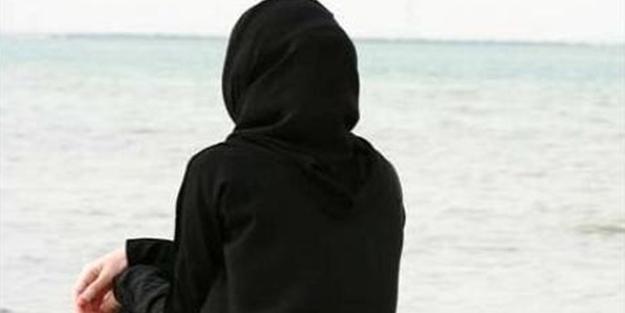 Gezi'ci Barış Altay çarşaflı anneyle dalga geçti