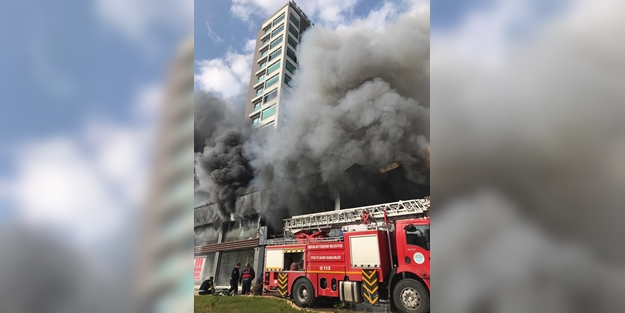 Giriş katta çıkan yangın yüzünden 12 katlı apartman tahliye edildi