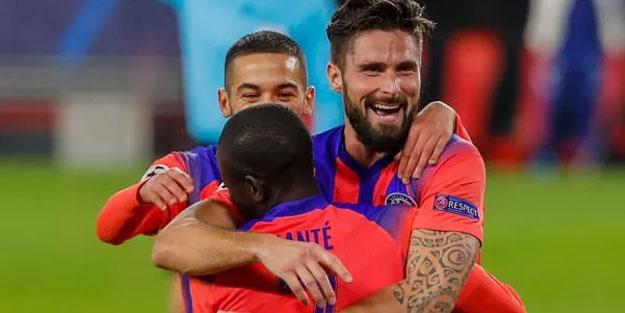 Giroud Sevilla'yı dağıtı