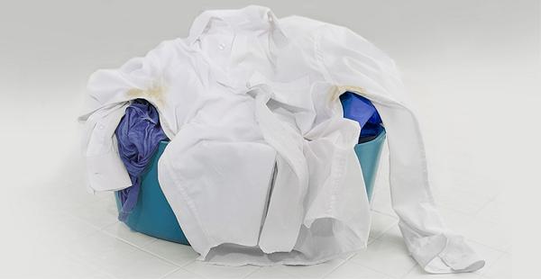 Giysilerden deodorant lekesi nasıl çıkar?