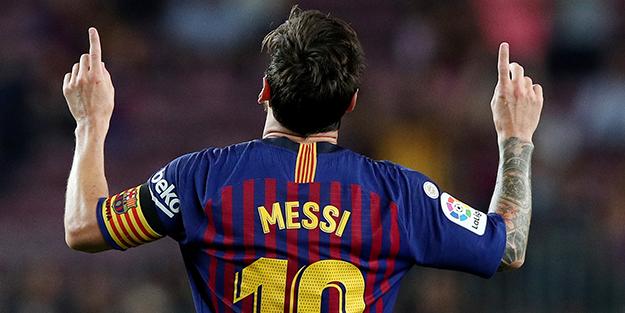 Gol makinesi Messi uçtu Barcelona turladı