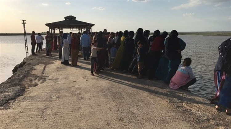 Gölete giren Suriyeli çocuk boğuldu